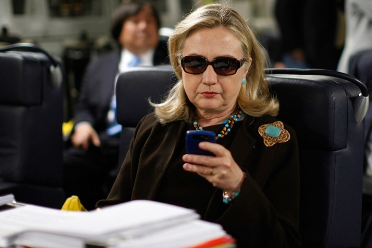 hillary-clinton-blackberry-sunglasses
